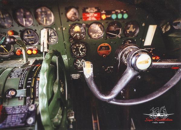 Carte postale Super Constellation - Cabine pilotage