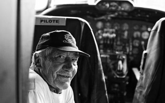 Michel Beyssat dans le cockpit du F-BGNJ
