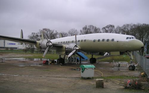Super Constellation F-BGNJ peinture de protection fuselage en cours