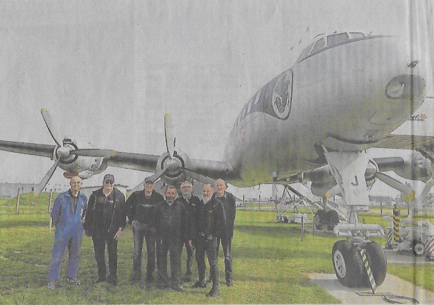 Equipe du Super Constellation lance un SOS